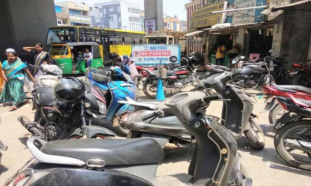Commuters avoiding Metro Rail parking