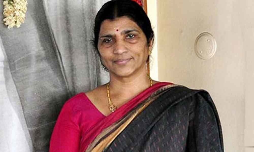 YSRCP leader Lakshmi Parvathi met TS DGP to conduct an enquiry on false allegations against her in Social media