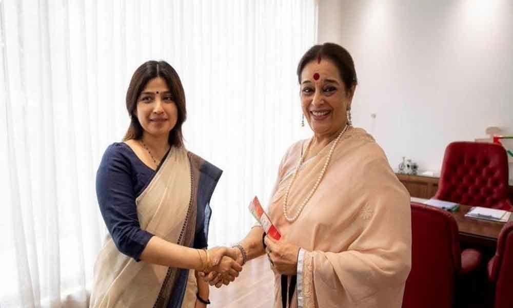 Shatrughan Sinhas wife Poonam joins Samajwadi Party