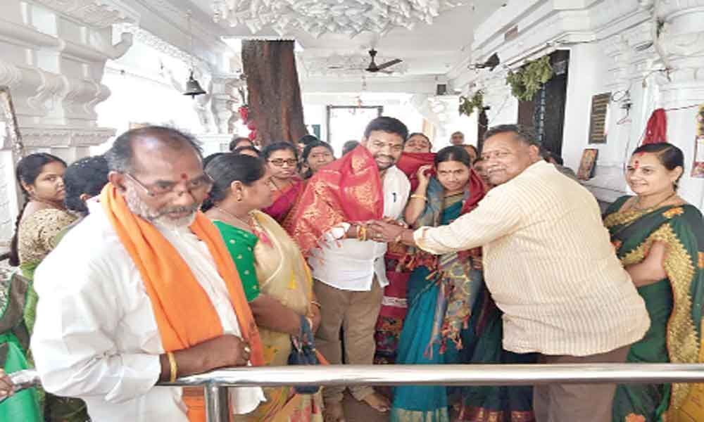 Corporator Santhi visits Renuka Yellamma temple