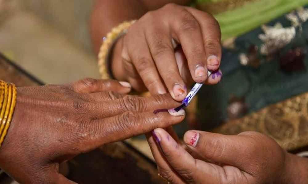 Bridegroom votes in Maharashtra
