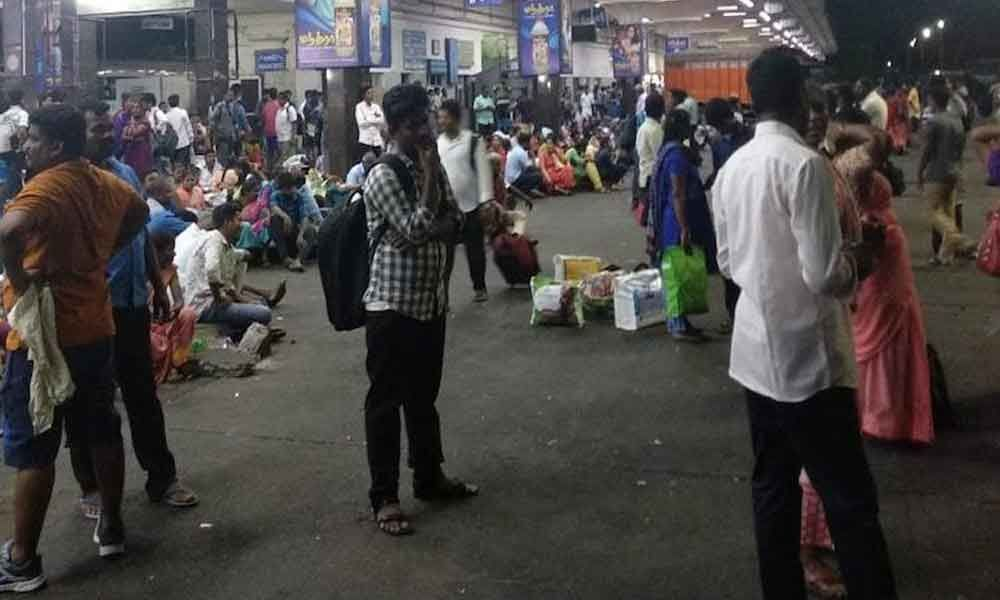 Chaos at Chennai bus Mofussil Bus Terminus due to insufficient number of buses