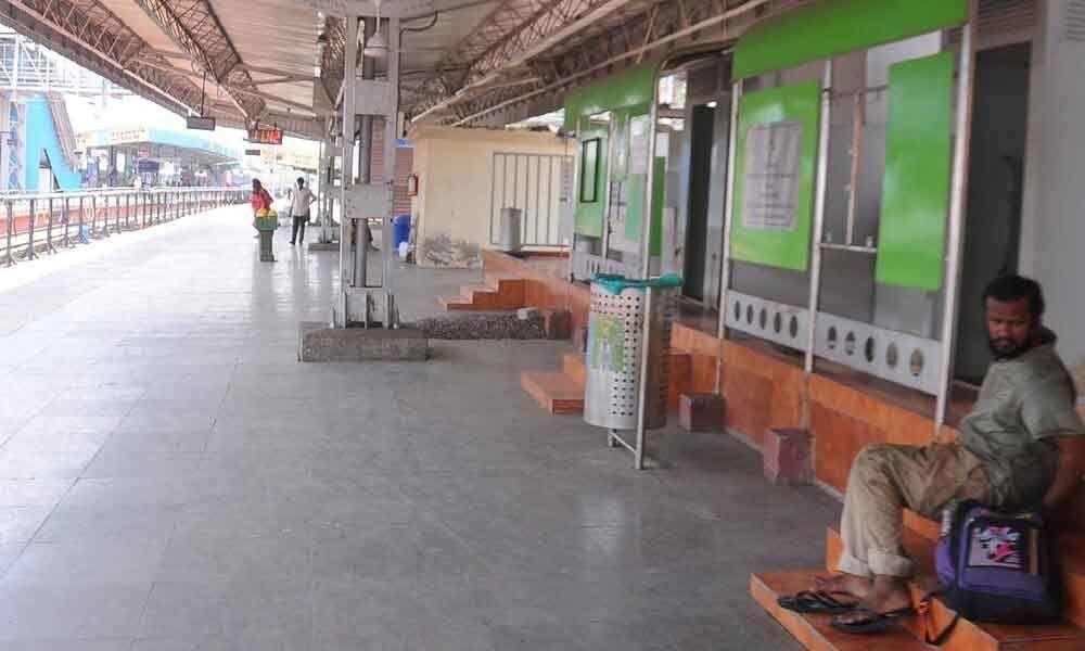 Amenities run dry for passengers on PF No 10