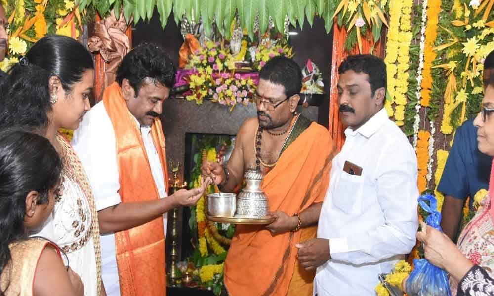 Talasani offers prayers at Hanuman temples
