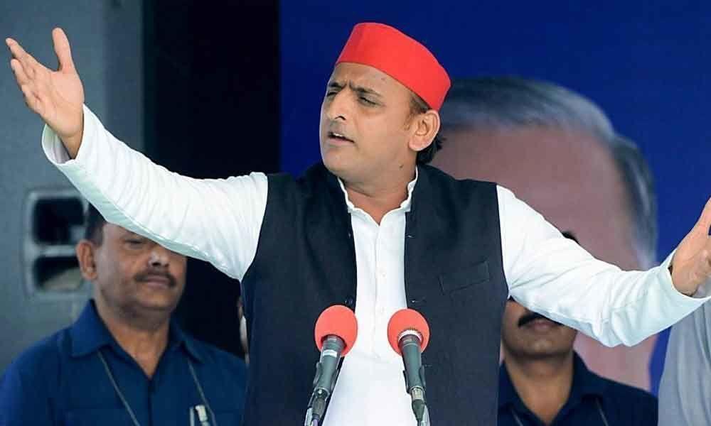 Congress sabse dhokebaaz party: Akhilesh Yadav
