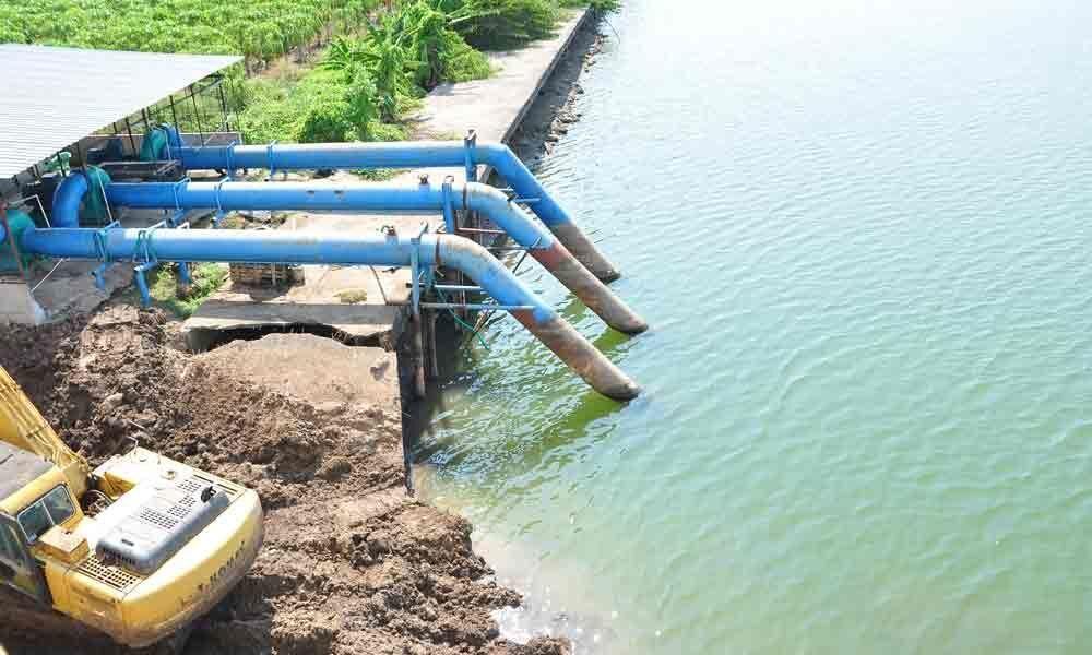 GMC worried over falling water levels in Krishna barrage