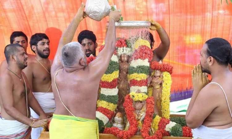 Chakrasnanam performed at Vontimitta