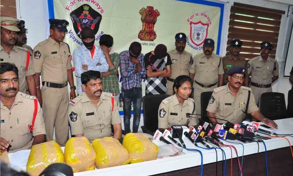 4 habitual chain-snatchers held, booty worth `1.74 L recovered