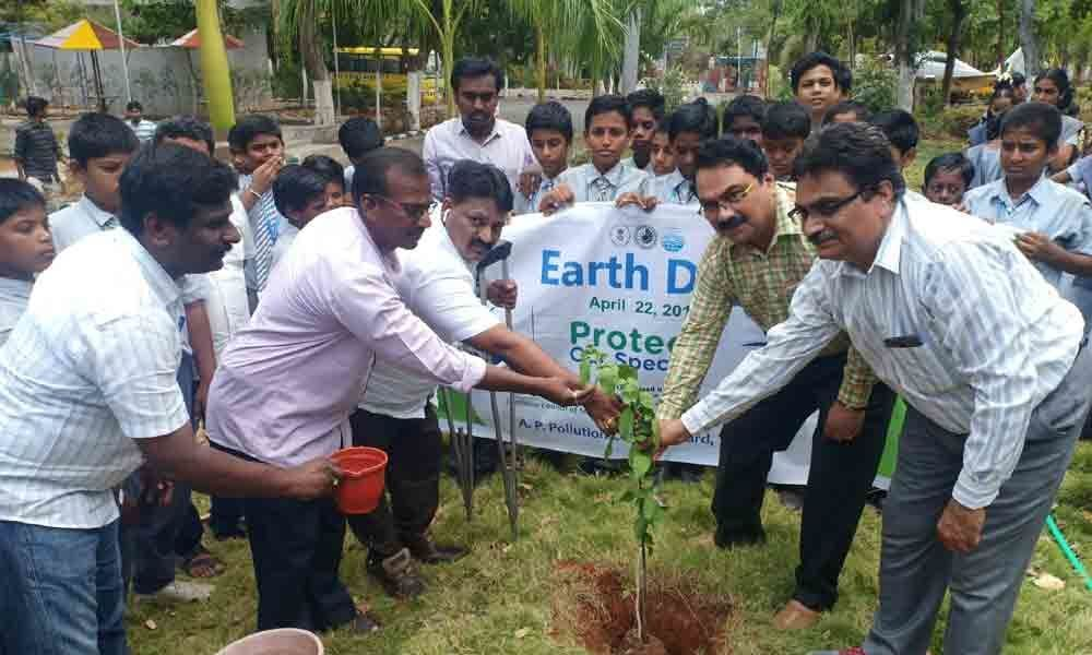 Science Centre, APPCB conduct World Earth Day programme