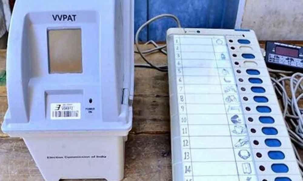 Snake inside VVPAT machine holds up polling in Kannur