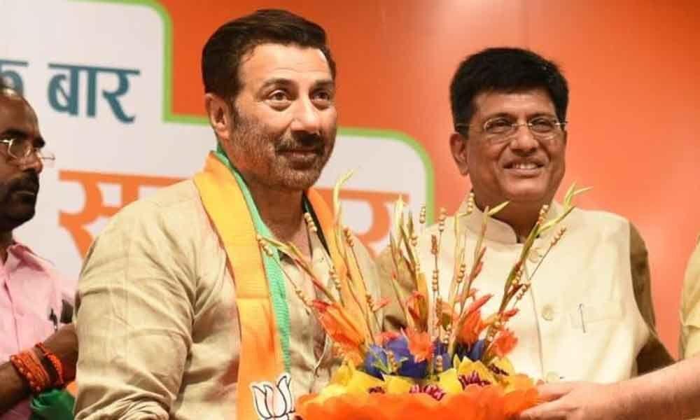 Popular Bollywood actor joins politics