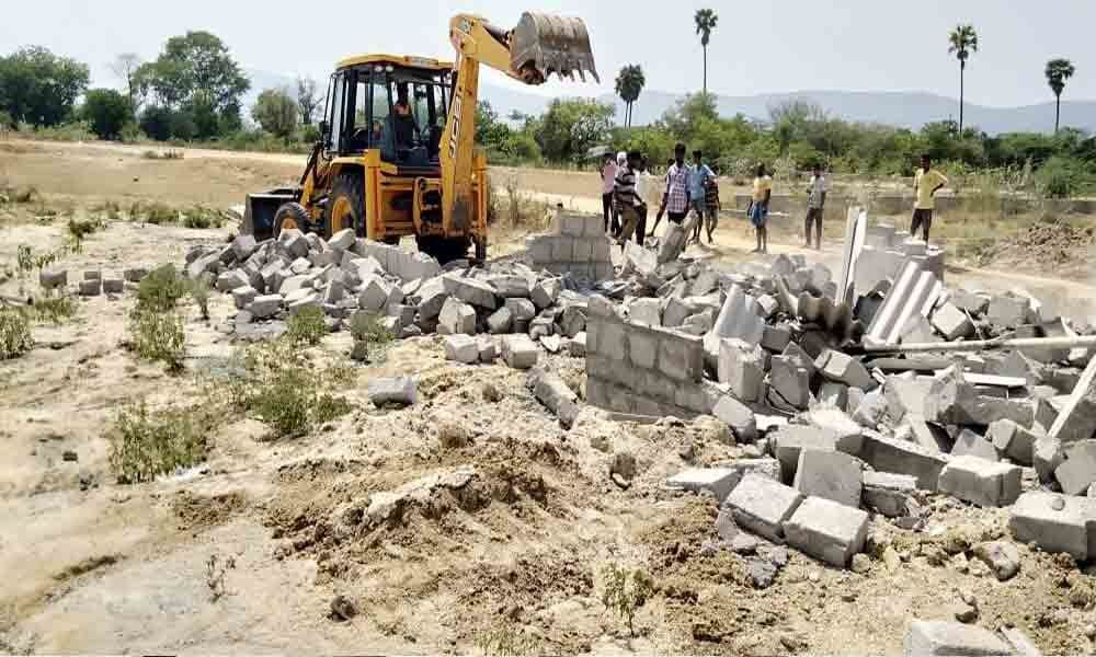 Encroachments cleared in govt land