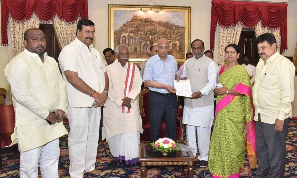 BJP team meets Guv; joins quit Jagadish chorus