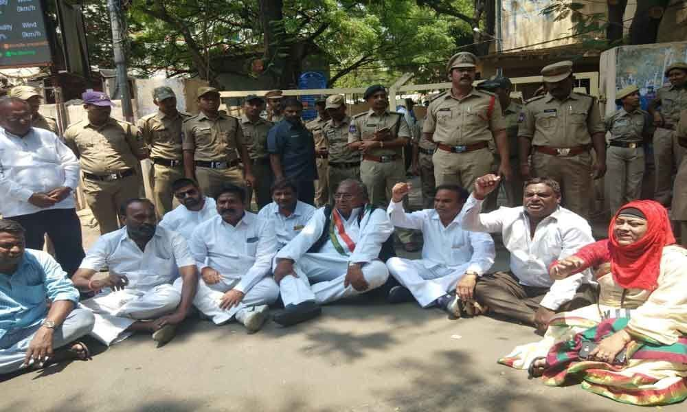 Congress stages protest over results row