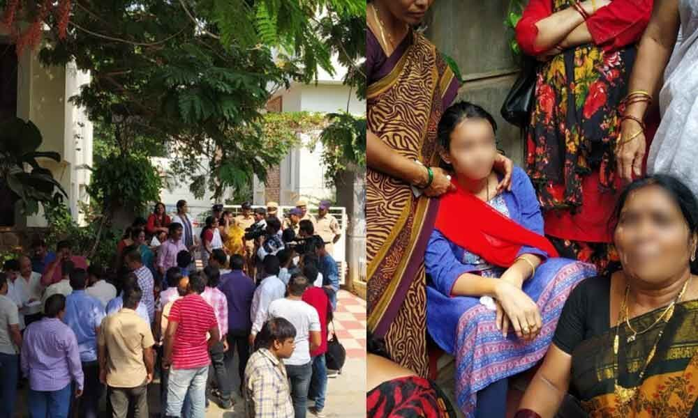 Sindhu Sharma staged protest in front of Noothi Ram Mohan Raos residence at Jubilee Hills