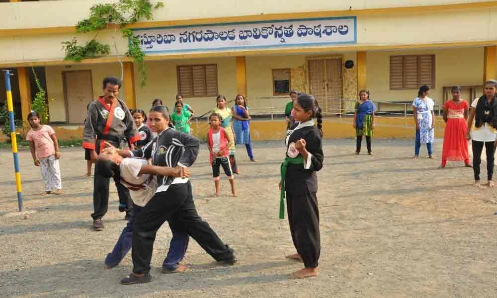 Self-defence coaching for girls underway