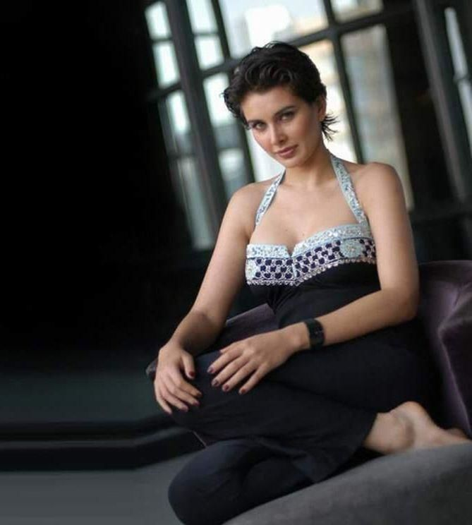 Lisa Ray to lend voice in bandit queen documentary