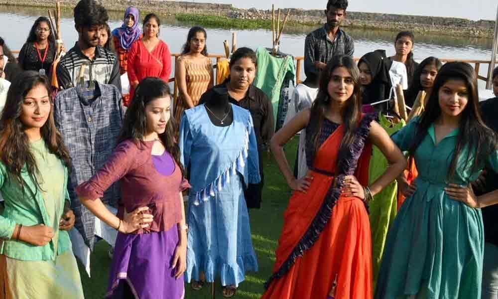 SCDC hosts fashion show to promote Mangalagiri handlooms