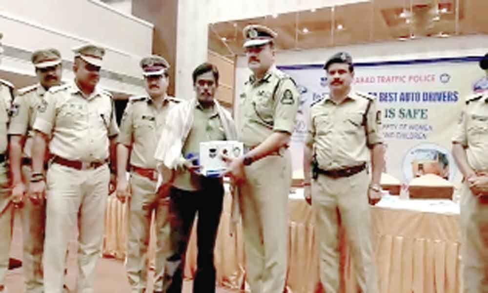 Police honours seven best auto drivers