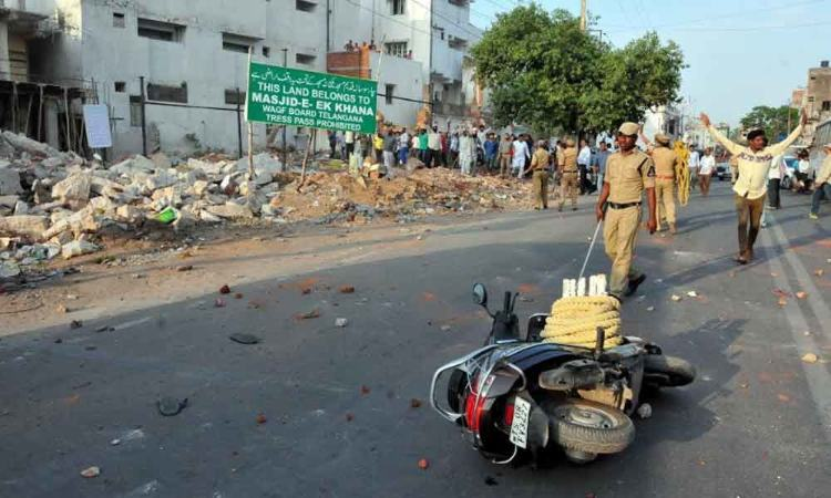 Stone pelting in Amberpet among two communities leads to tension in Amberpet