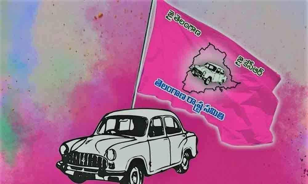 TRS leader attempts suicide for denial of ZPTC ticket in Karimnagar
