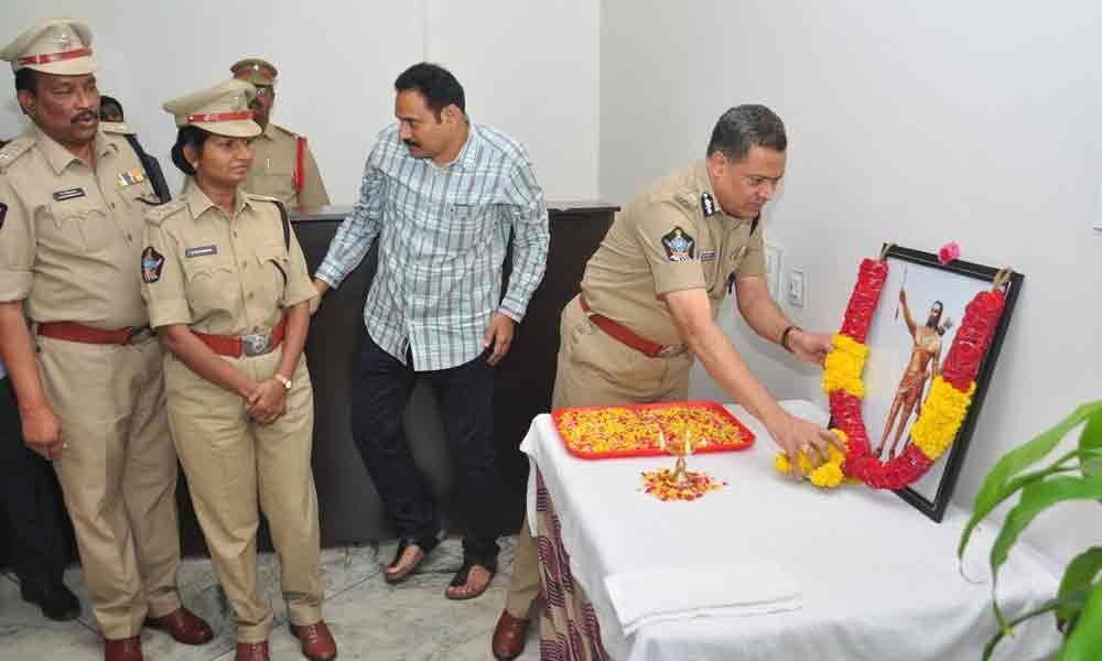 Police chief pays homage to Alluri