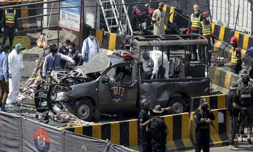 8 killed, 25 injured in an explosion near Data Darbar in Pak