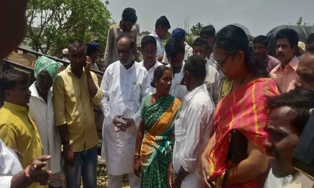 Dr Laxman consoles family of Jyothi