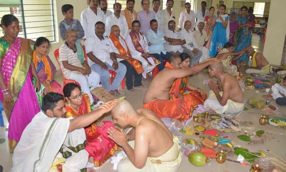 Mass thread ceremony performed