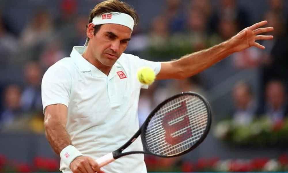 Roger Federer survives Gael Monfils scare