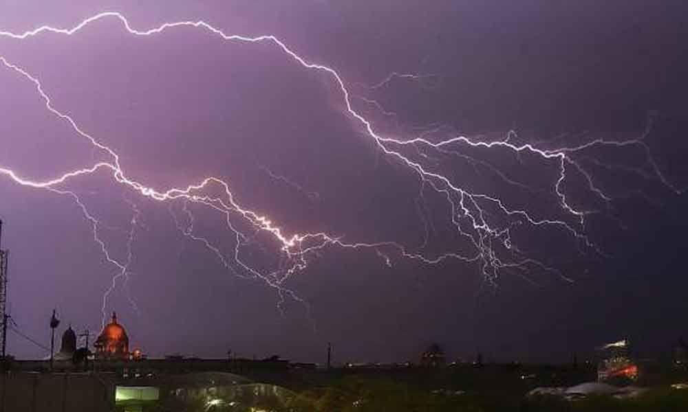Heavy rain thunderstorm created havoc in many villages of kadapa district