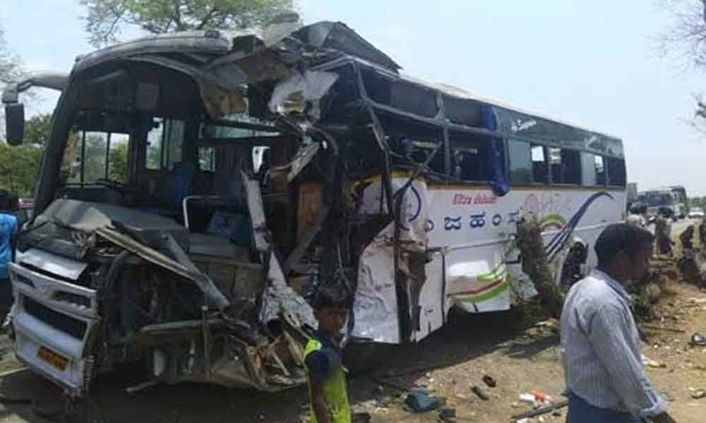 17 injured after bus rams into tree in Chittoor