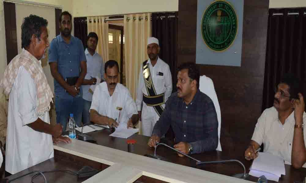 Grievance Day: Collector  Rajat Kumar Saini  calls for clearing pending pleas