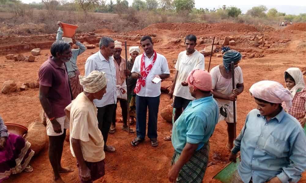 AP Rythu Sangam inspected NREGS works at CK Dinne mandal