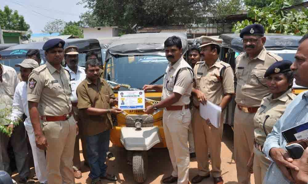 SP distributes stickers for auto rickshaws in Vizianagaram