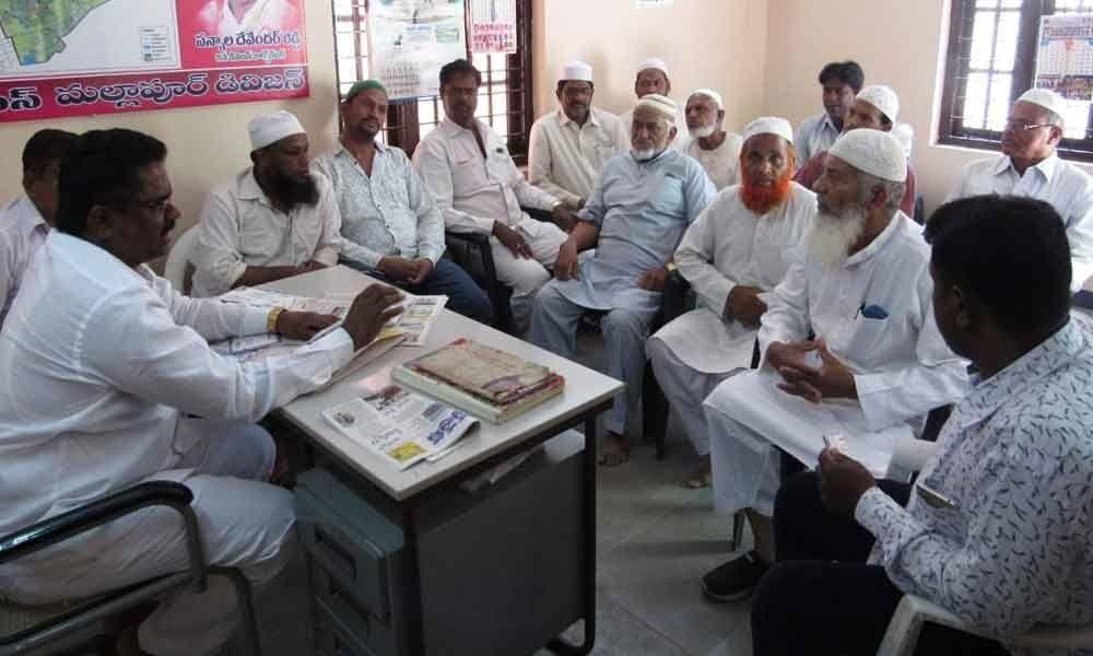 Pannala Devender meets elders of mosques