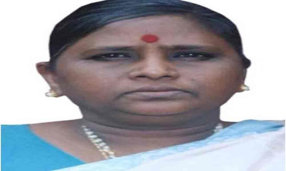 Kuthuhalamma lambasts EC for ordering re-polling favouring YSRCP