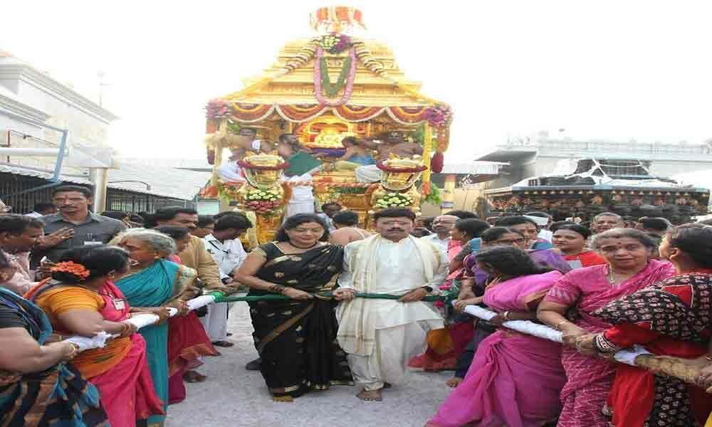 Golden chariot procession in Tiruchanur, Rathotsavam in Tirupati enthral devotees
