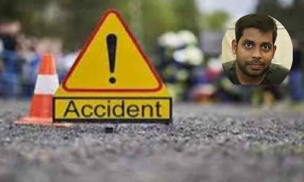 RJ Hemanth car meets with road accident in Vijayawada