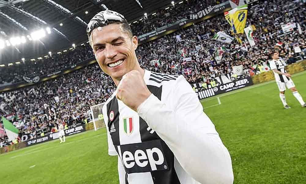 Cristiano Ronaldo receives Serie A Player of the Year award