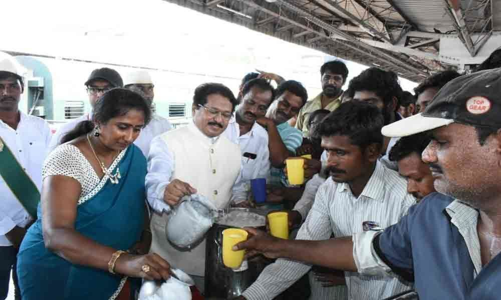 Amrutha Hastam distributes buttermilk