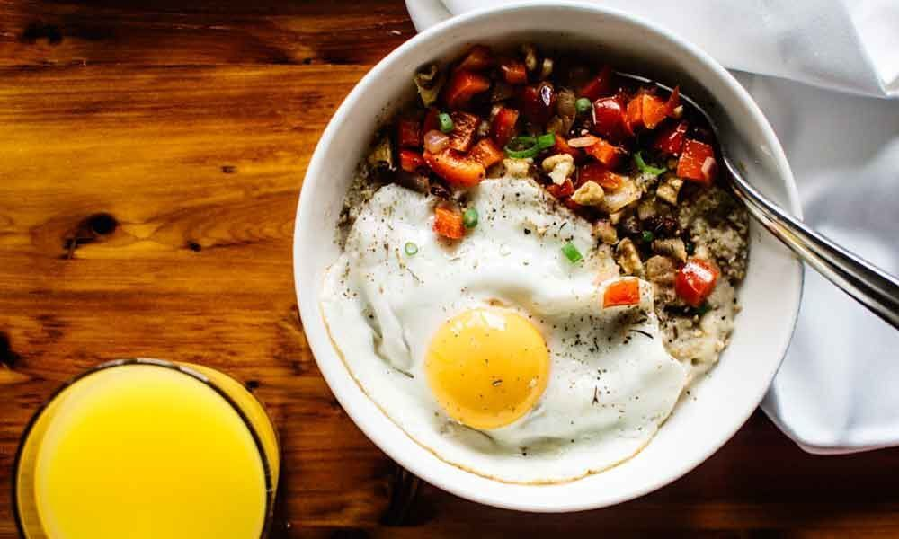 Delicious Oatmeal-Cheddar-And Egg scramble