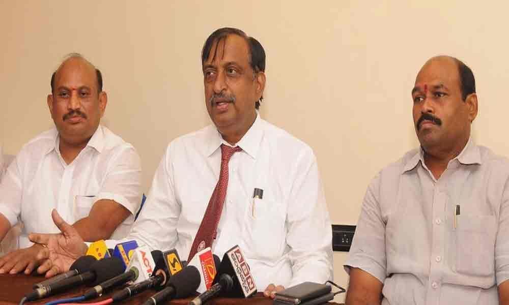 Arya Vysya Mahasabha demands berth for Velampalli in AP cabinet