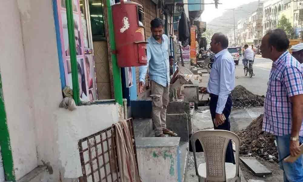 VMC Commissioner inspects desiltation works