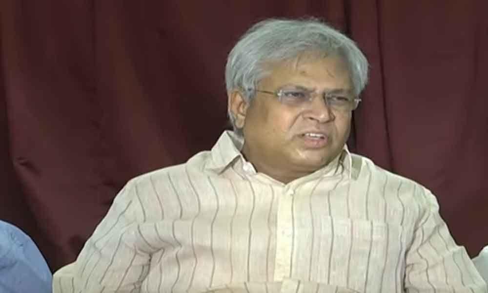 Vundavalli Aruna Kumar congratulates YS Jagan