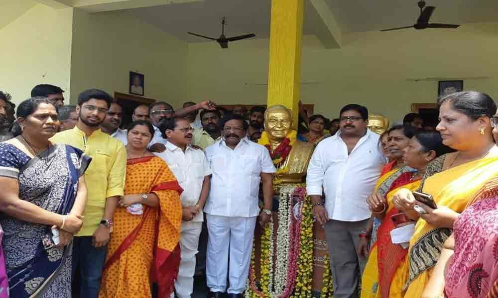 TDP leaders pay tributes to NTR