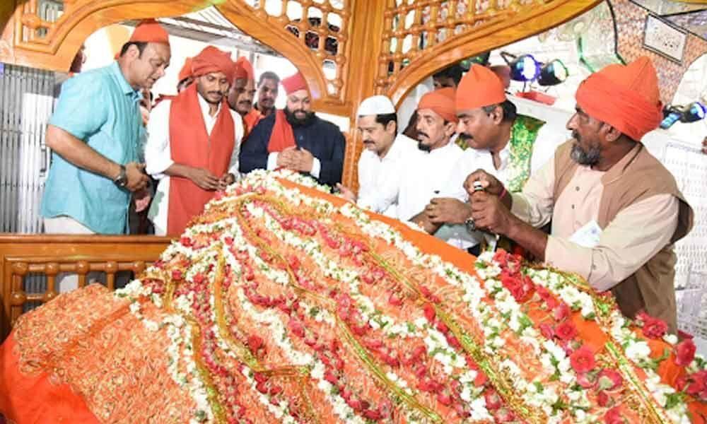 YS Jagan visits Ameenpeer Dargah at Kadapa