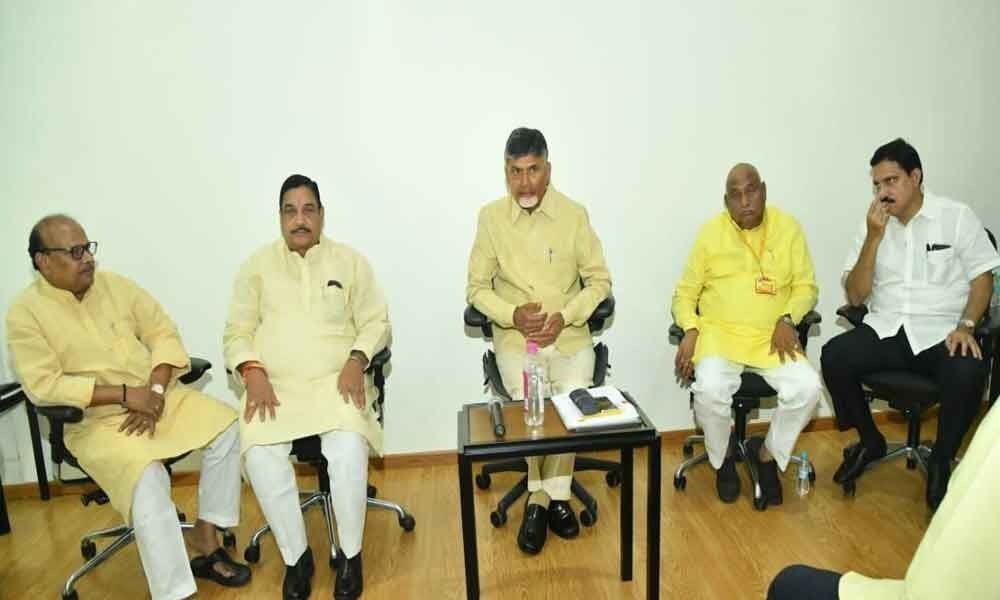 Chandrababu Naidu interesting comments on TRS during TDLP meeting