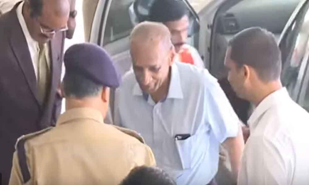 Governor ESL Narasimhan reaches Vijayawada