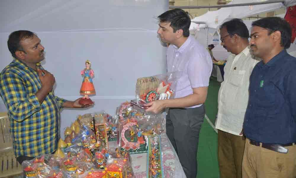 Give support to artisans: Civic chief urges people